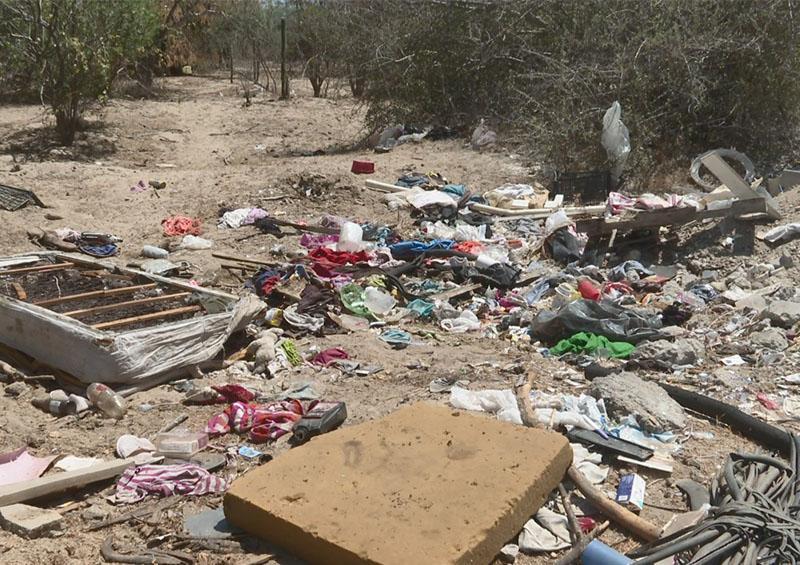 Vecinos inconformes con tiraderos clandestinos en arroyo San José en Santa Anita