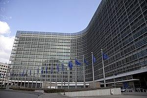 Países de UE piden a Bruselas reparto justo de vacunas COVID-19