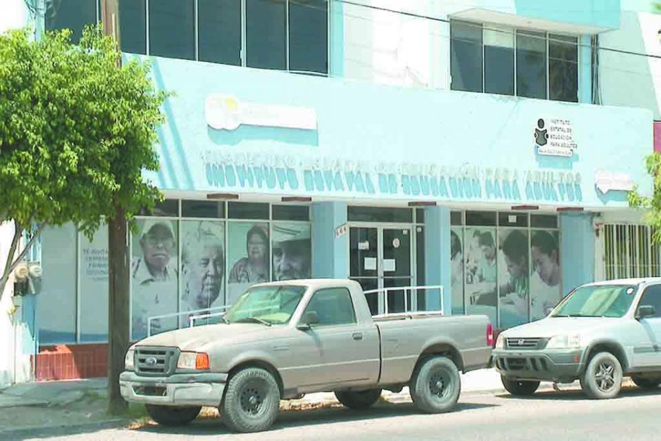 Mil 200 educandos  del INEA en medio  de la suspensión de  su formación Básica