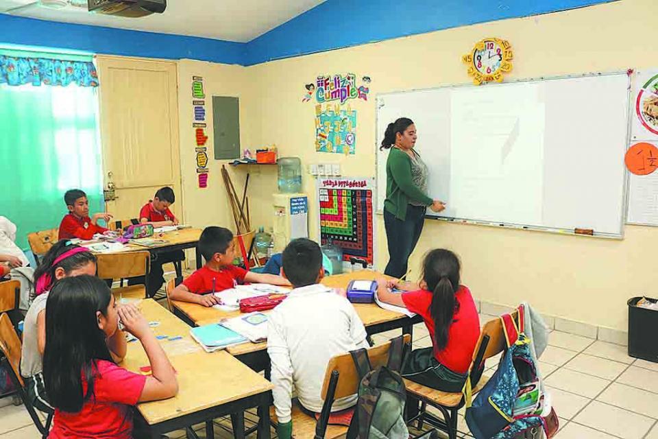 Inician proceso de cambio de centros  de trabajo docente en BCS: SEP