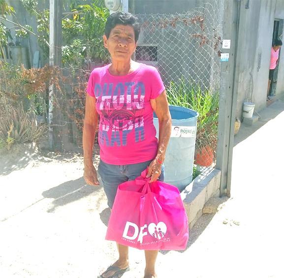 Entrega DIF Los Cabos apoyos asistenciales casa por casa