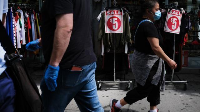 Bazares rematando sus artículos de valor