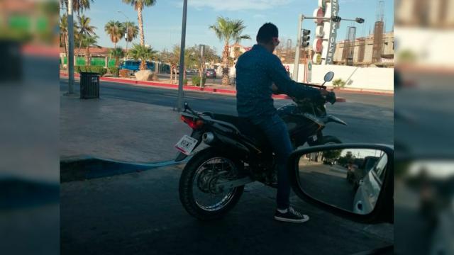 Motociclista sin casco