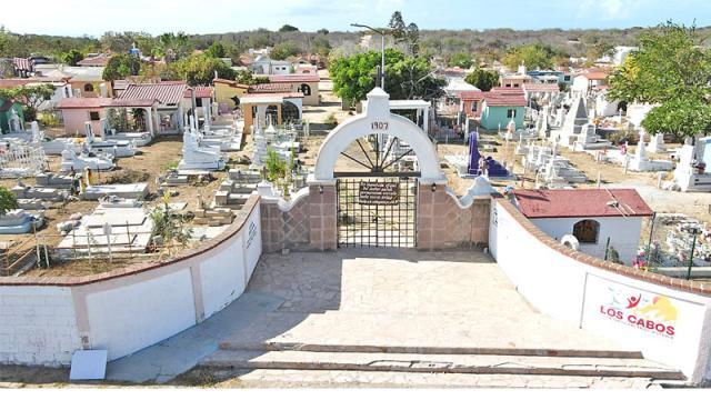 Por alta incidencia de casos cerrarán panteones en Los Cabos