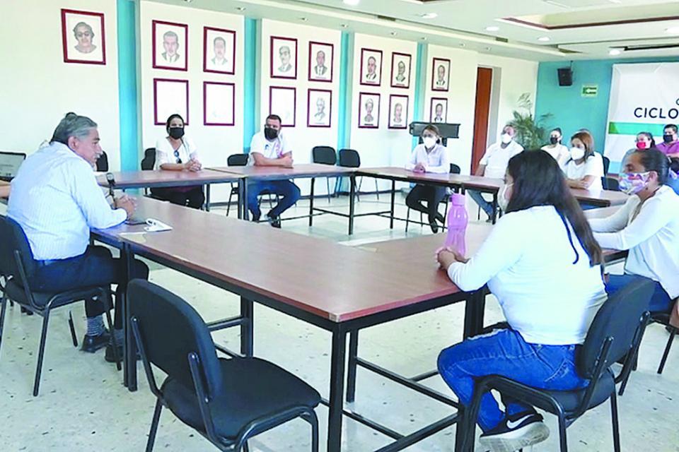 Encuentro con representantes de maestros eventuales