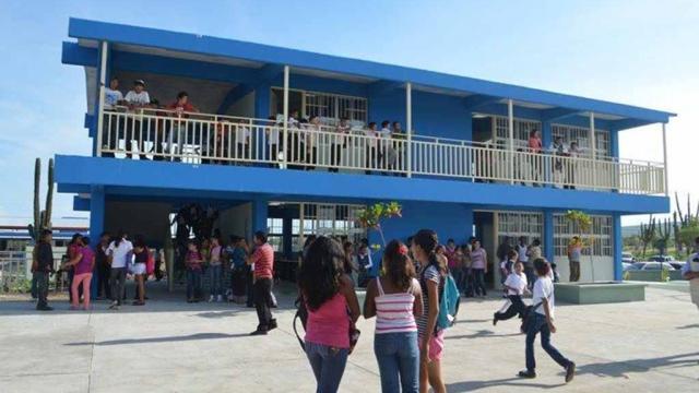 Alumnos de una escuela en Los Cabos