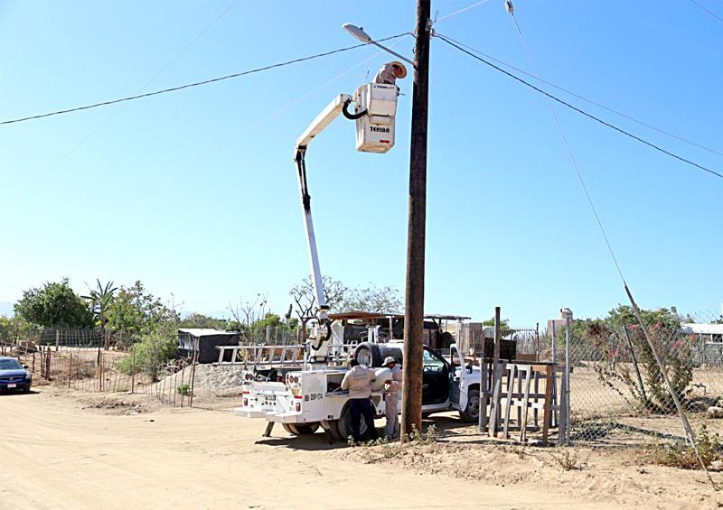 Rehabilitan más de  2 mil 400 luminarias e instalan 300 lámparas
