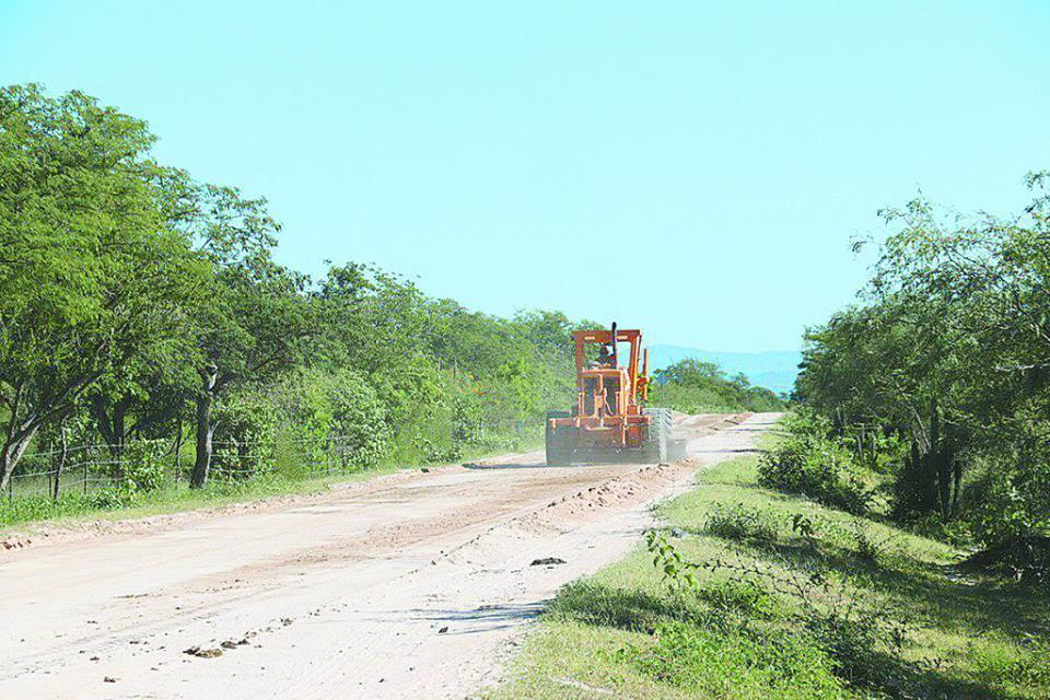 Evalúa Gobierno del Estado caminos afectados por 'Genevieve'