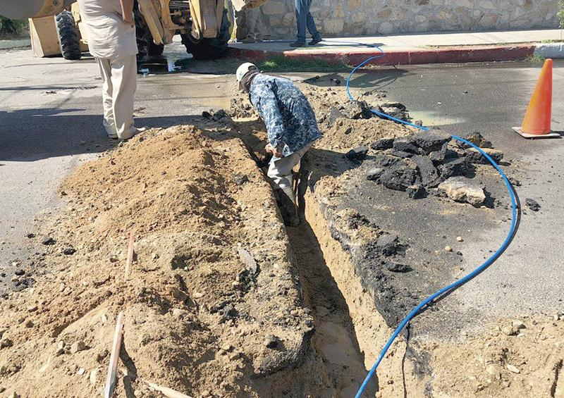 Reparan fugas de agua potable  y bacheo en  centro de SJC