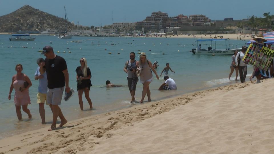 El número de vendedores ambulantes en las playas.