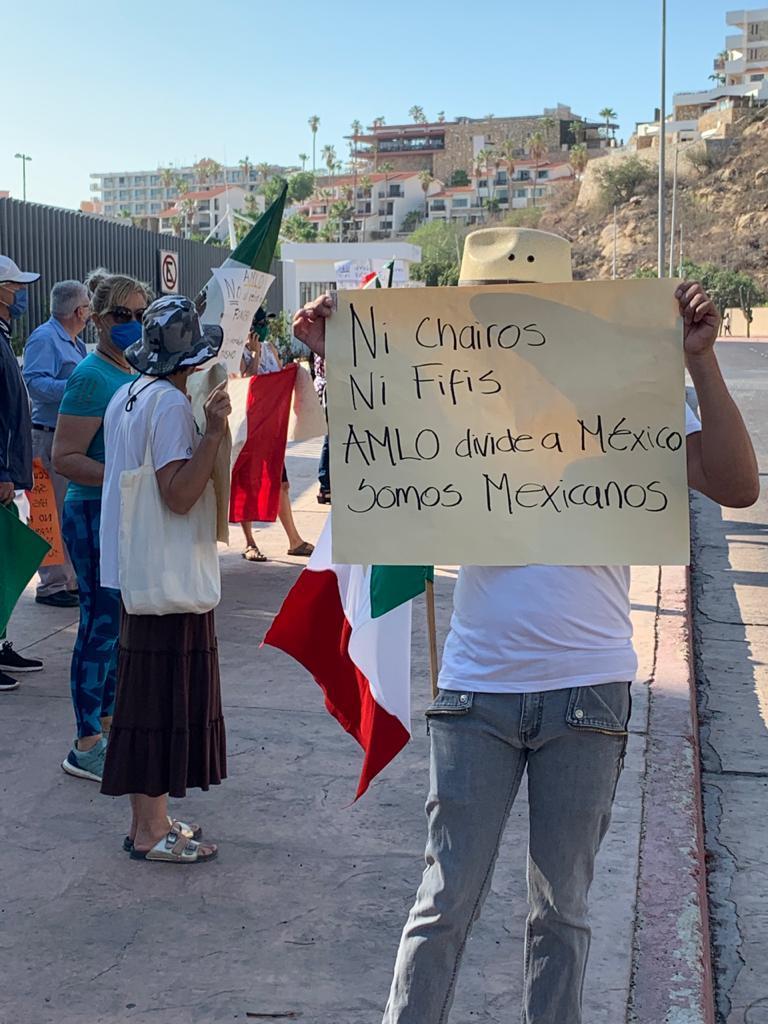 Manifestante contra AMLO