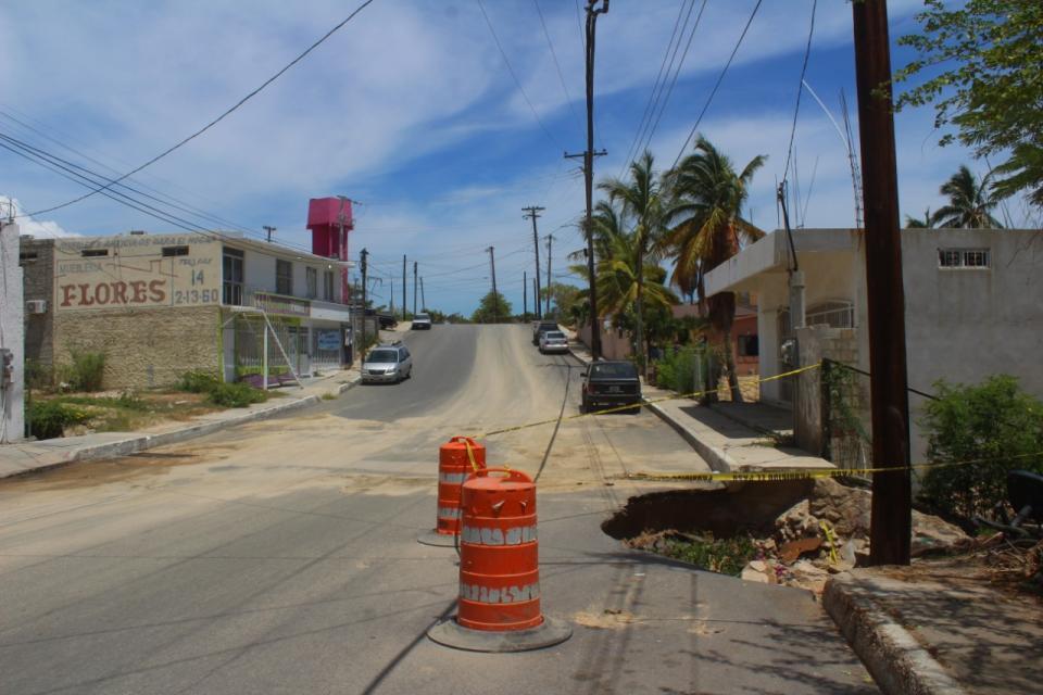 Una denuncia ciudadana realizada a CPS noticas, reportaron un socavón en colonia Rosarito.