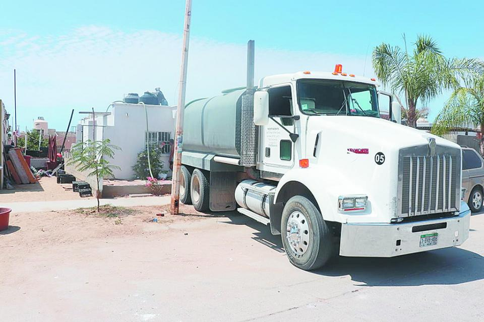 Distribuyen 128 mil litros de agua potable