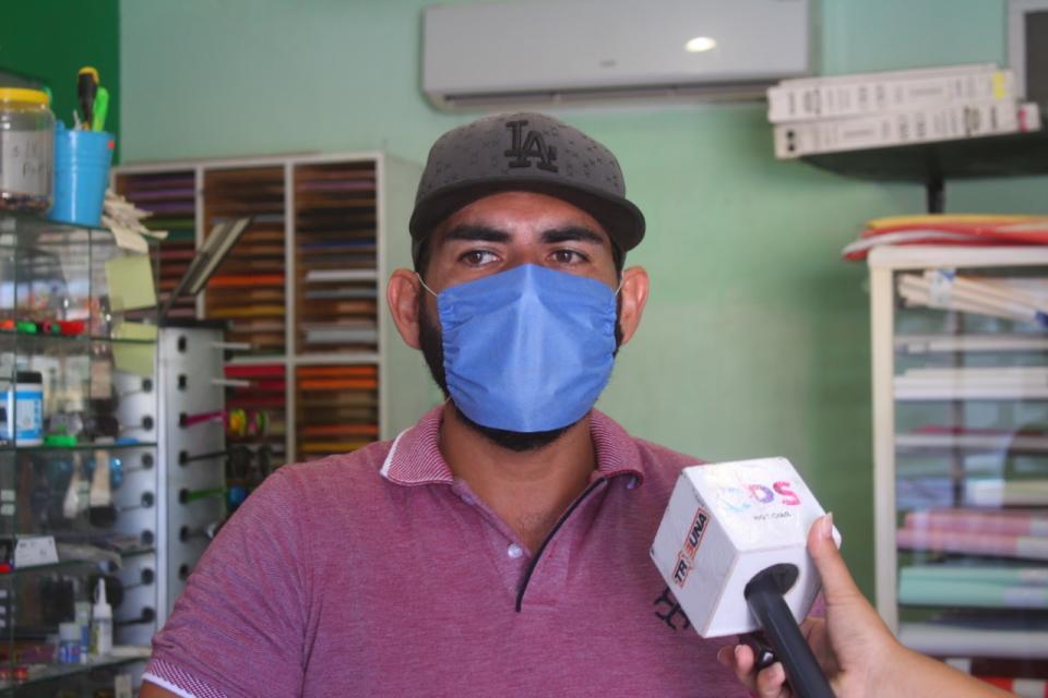 Propietario de una papelería comenta lo difícil que ha sido mantener su negocio funcionando ante pandemia