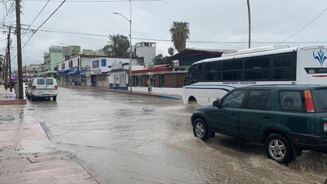 Calles de Cabo San Lucas inundadas por tormenta tropical Hernán
