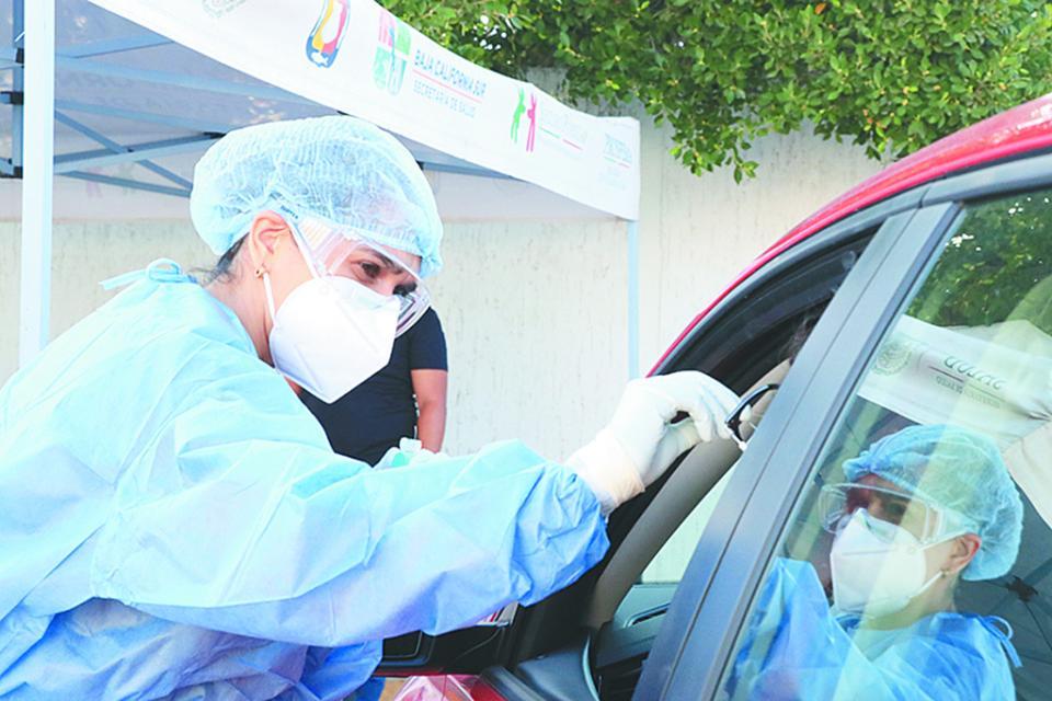 Realizan en La Paz pruebas Covid mediante circuito vehicular