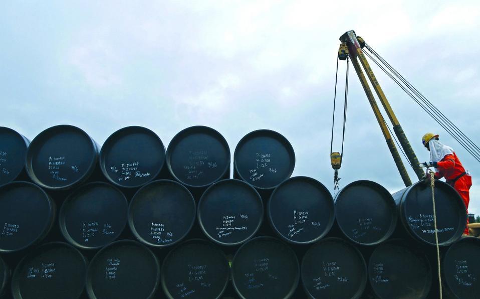Petróleo sube por indicadores favorables a la demanda de crudo
