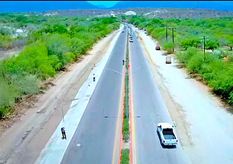 Continúan limpieza y rehabilitación de caminos en Miraflores
