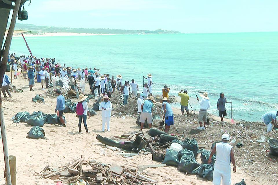 Realizan jornada de limpieza de playas y zona turística de CSL