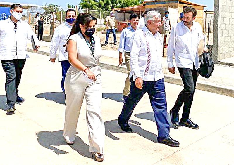 Compromete AMLO pavimentación de la avenida Tamaral