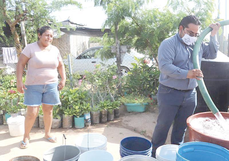 Familias de Valle del Cabo en CSL recibieron 10 mil litros de agua potable gratuita