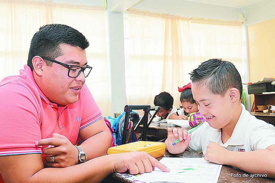 Dos mil 445 alumnos con  discapacidad de BCS recibirán beca