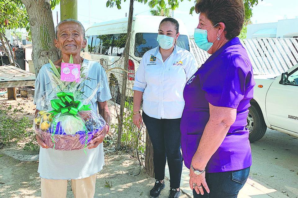 Sigue otorgando  DIF Los Cabos apoyos de  primera necesidad
