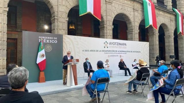 Alejandro Encinas en conferencia de prensa