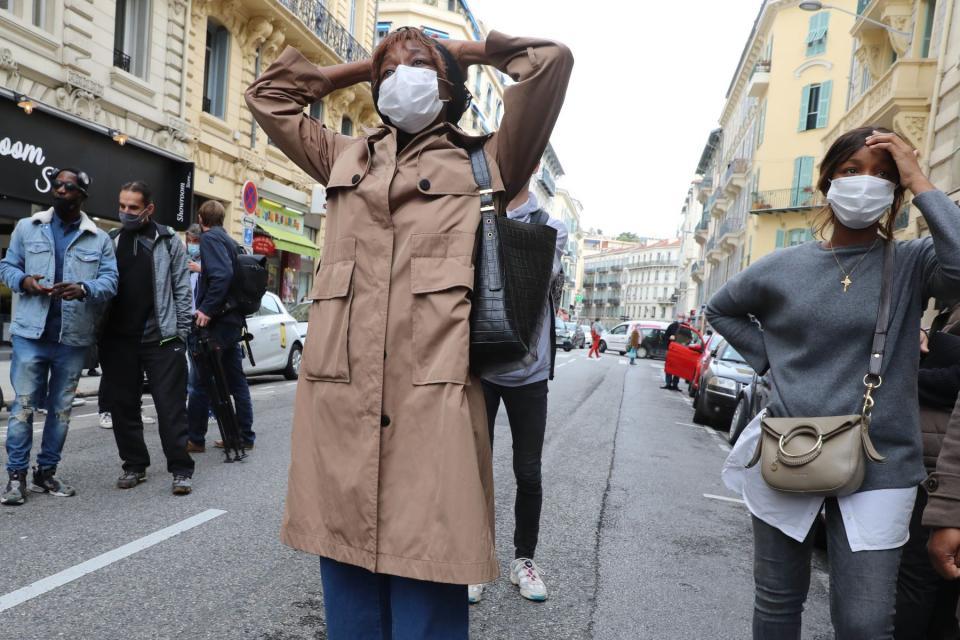 Civiles conmocionados por atentado en Francia