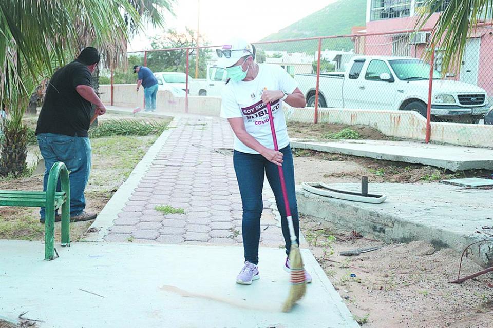 Campaña de limpieza en  colonia Bugambilias de CSL