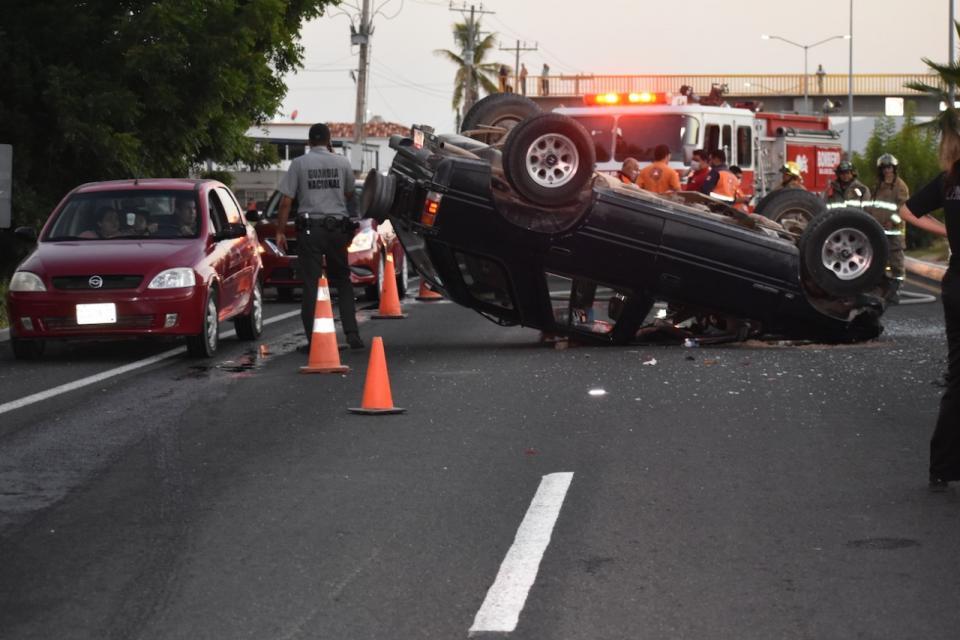 Accidente automovilístico deja 3 lesionados