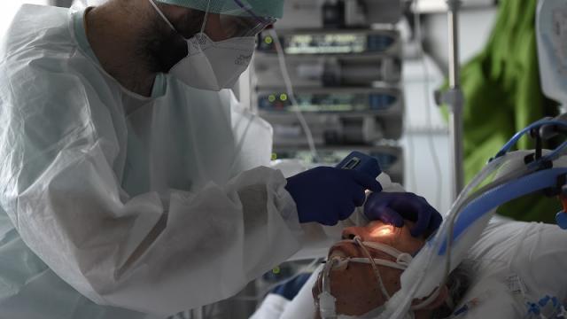 Médicos hondureños denuncian falta de equipo