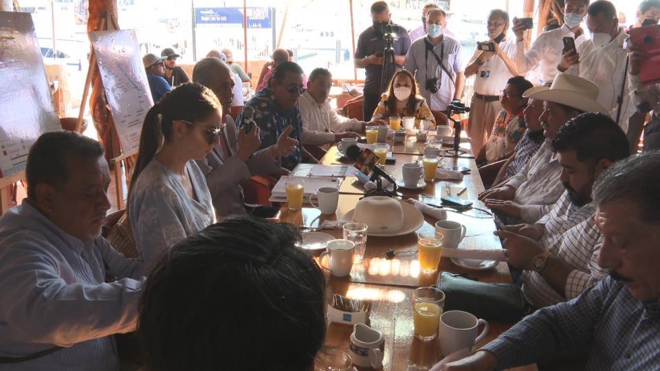 Diputados de PT y Morena en rueda de prensa
