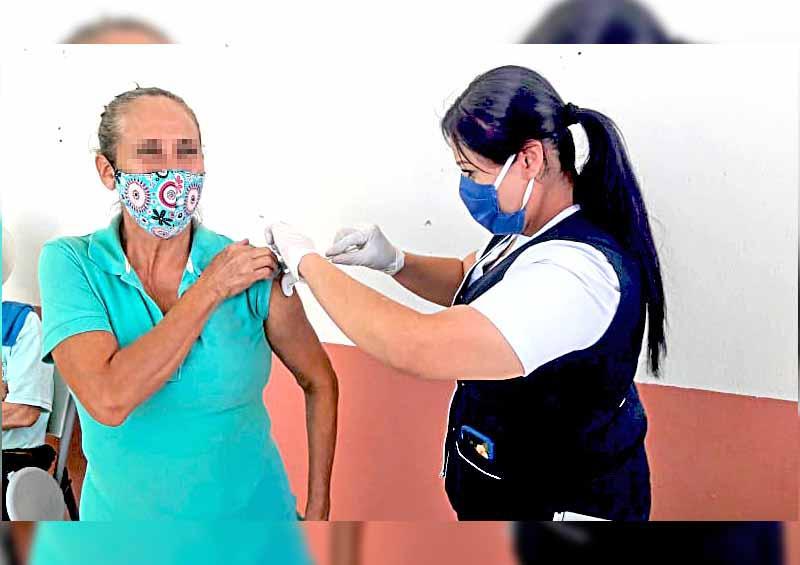 Aplican vacuna contra la influenza a grupos de riesgo