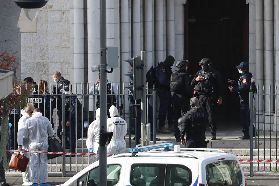 Policías en Niza, Francia