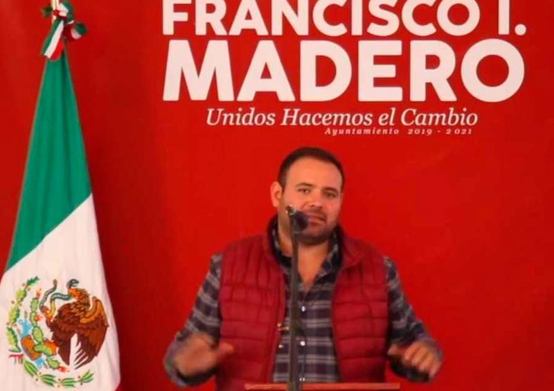 Alcalde en Coahuila promueve uso de dióxido de cloro contra el Covid