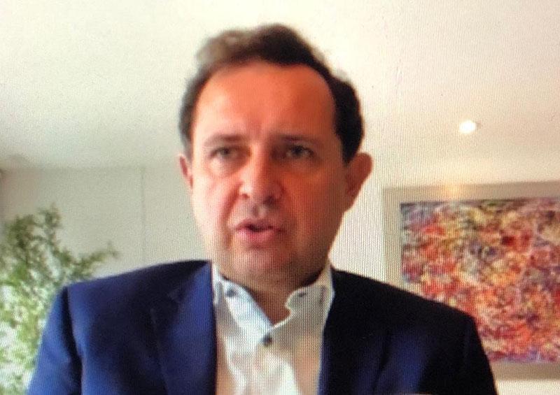 Consultor político y del sector privado