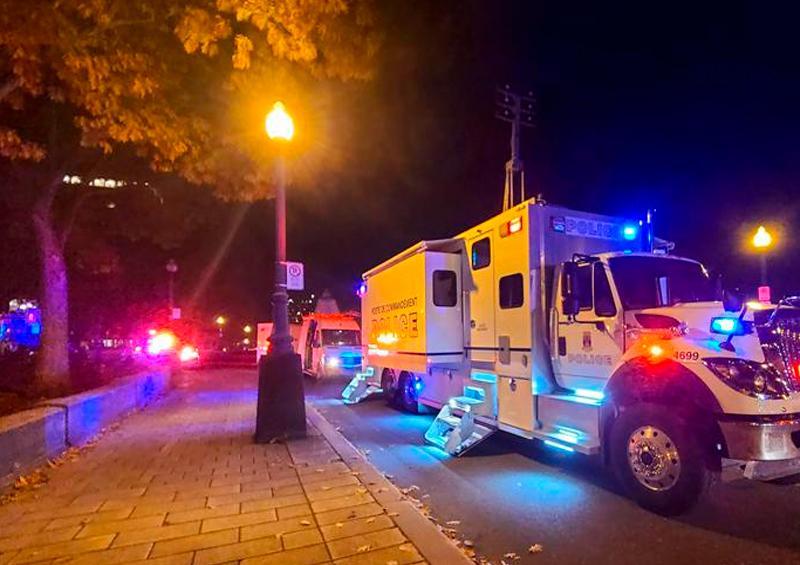 Hombre armado con un sable mata a dos personas en Canadá la noche de Halloween