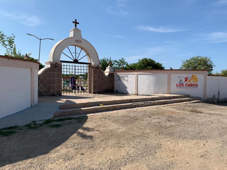 Panteón municipal cerrado el Día de Muertos