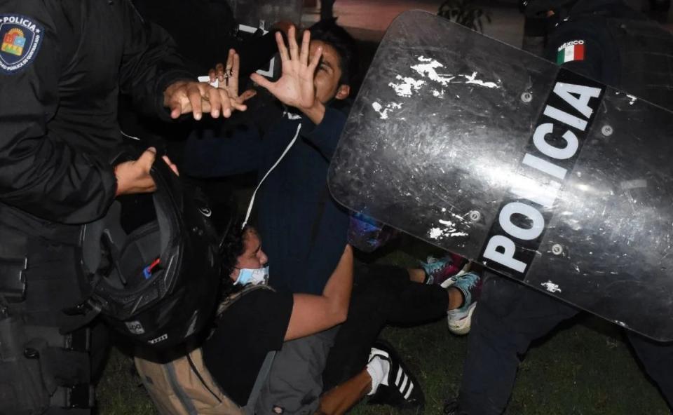 Policías Cancún