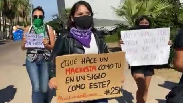 Grupos de mujeres manifestantes en CSL