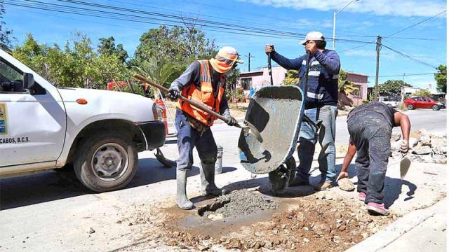 Restablecen 72 m2 de concreto en San José Viejo Fundador