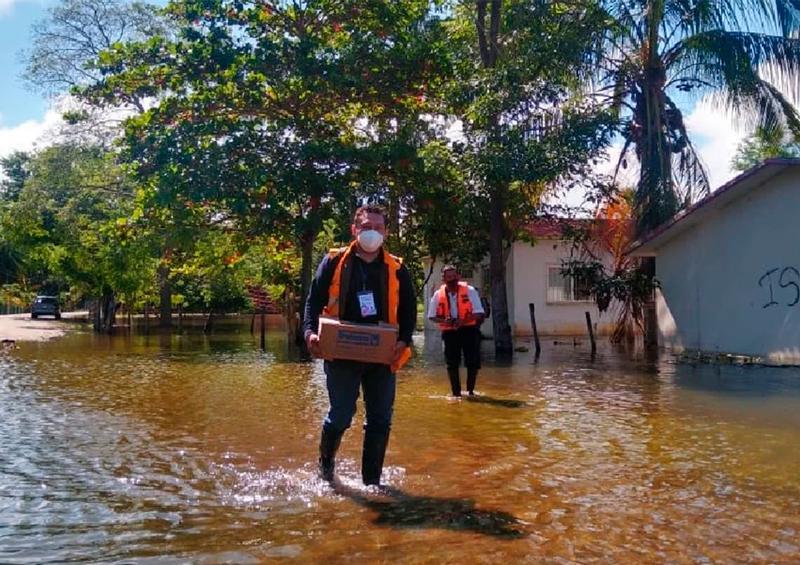 Oaxaca envía brigada médica a Tabasco en apoyo por inundación