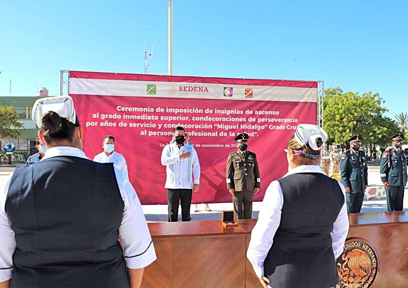 Personal de salud militar y civil reciben máxima condecoración