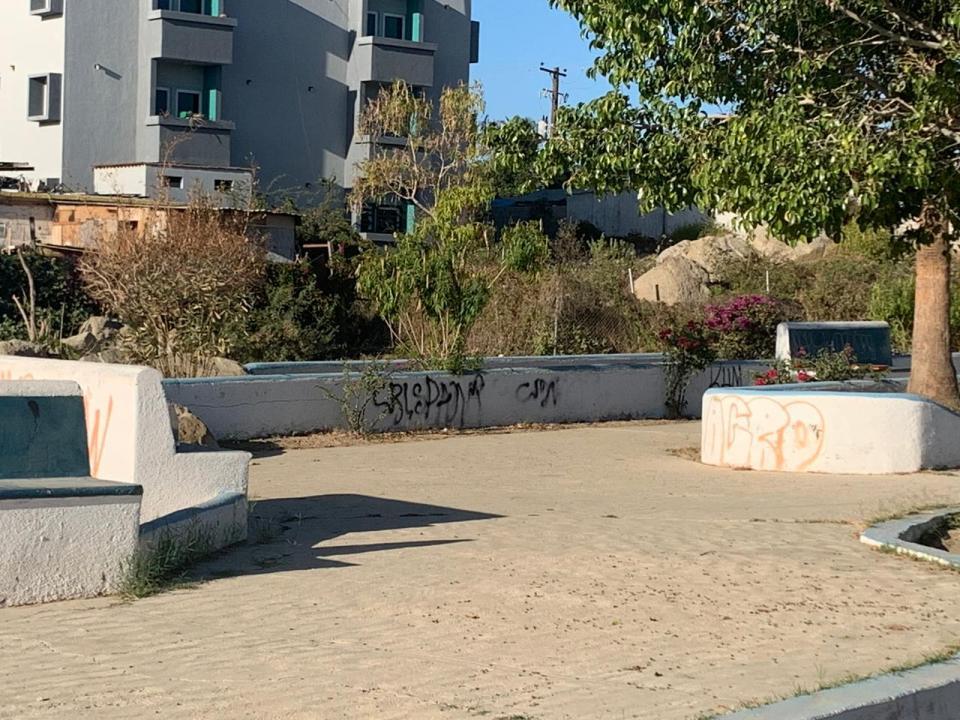 Parque en Lomas del Faro Alto en malas condiciones