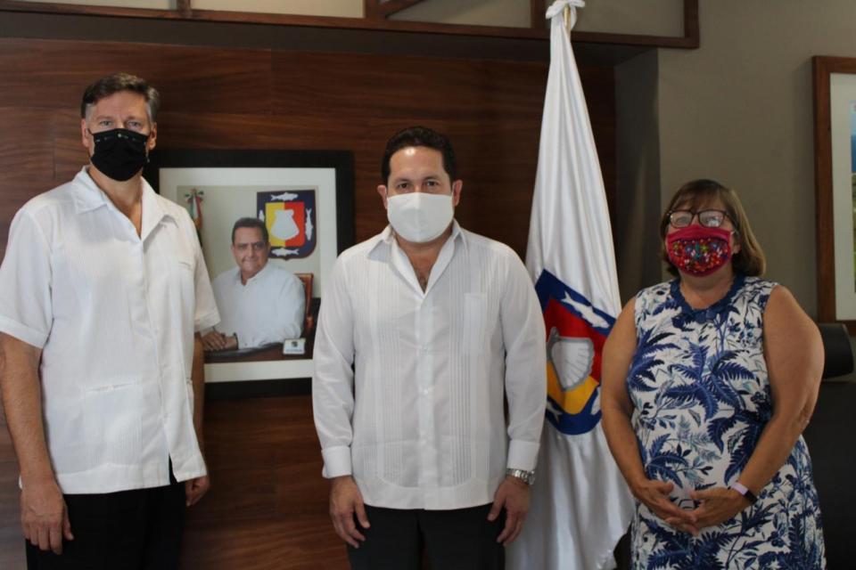 Embajador Christopher Landau y la Cónsul General de EU en Tijuana, Sue Sarnio