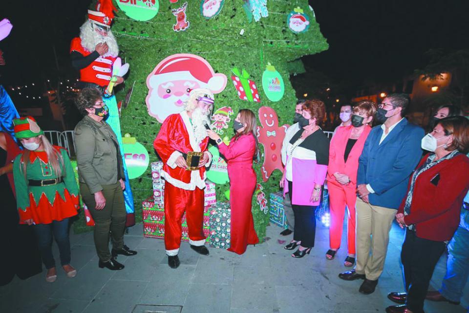 Encienden árbol navideño 2020