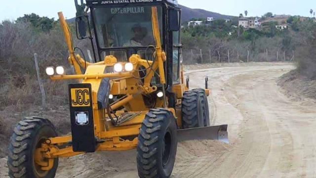 Avanza programa de rehabilitación de caminos rurales en La Paz