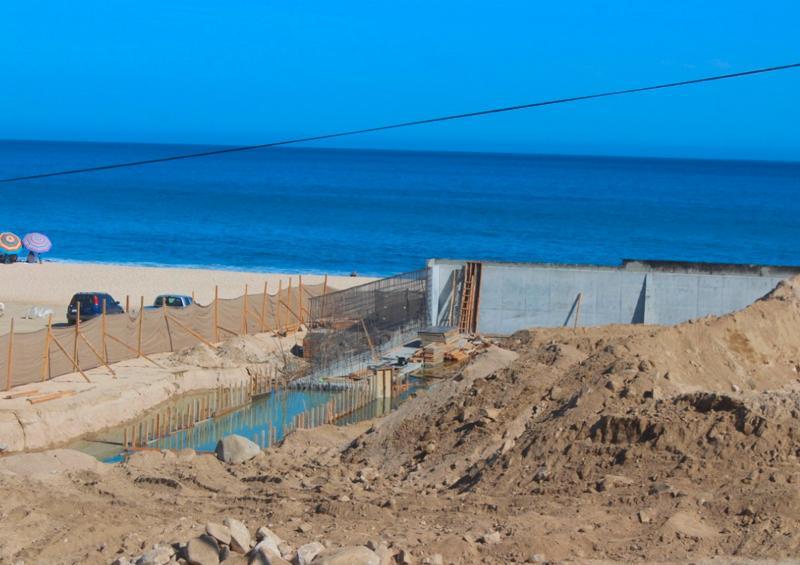 Suspenden la obra del muro de protección en playa Costa Azul