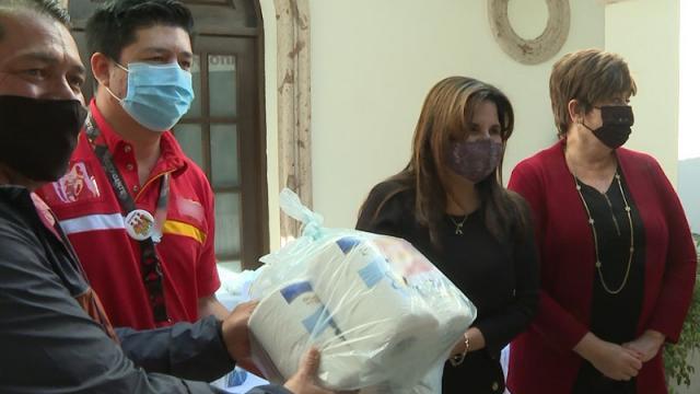 Donación de despensas al Ayuntamiento de Los Cabos